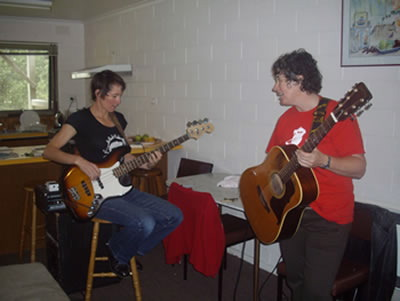 Tess and Karen warm up at Twin Peaks before going on stage at Apollo Bay